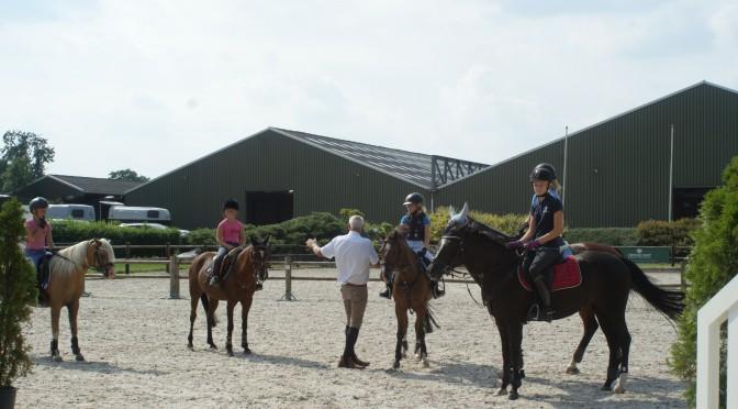 Buiten staat er weer een parcours bij stal Groenendaal